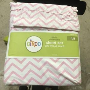Circo Pink & White Chevron Sheet Set 225 Thread